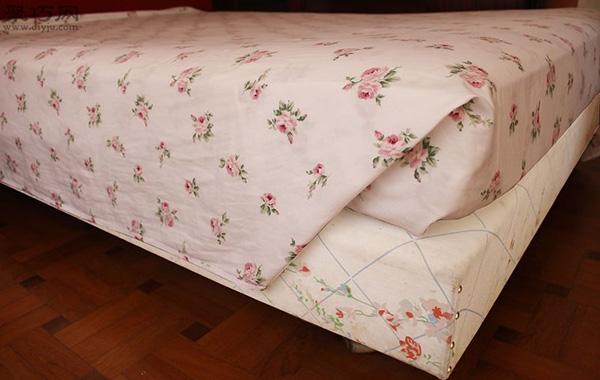 快速折叠床单角方法 教你床单边角怎么窝 5