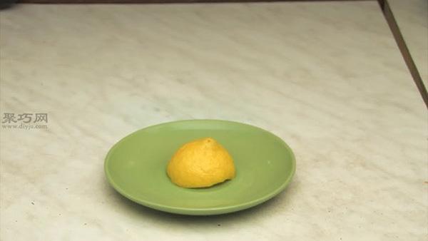 如何用柠檬清理微波炉