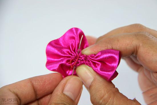 如何做玫瑰形缎带结 23