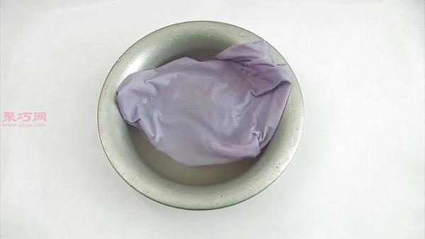 怎么使用盐溶液去除血迹