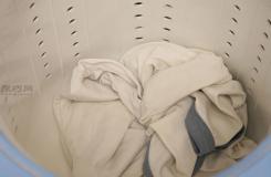 去除衣服上的压克力颜料步骤 怎么样去除衣服上的压克力颜料