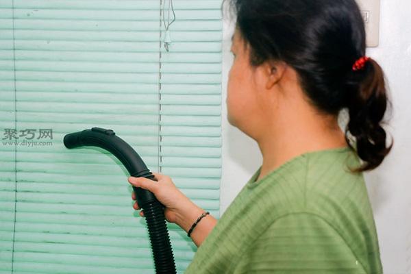 百叶窗怎样快速除尘法 3