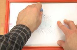用记号笔或绘画用的橡皮擦擦掉白板上的旧痕迹的方法