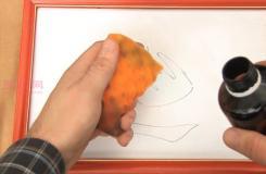 如何用个人护理产品擦掉干擦白板上的旧痕迹教程