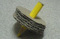 废纸箱、旧铅笔头变废为宝自制纸陀螺