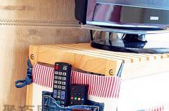 旧牛仔裤改造成电视柜收纳袋 收纳遥控器必备