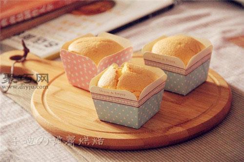 怎么做蛋香十足的纸杯蛋糕 松软的海绵纸杯蛋糕如何做