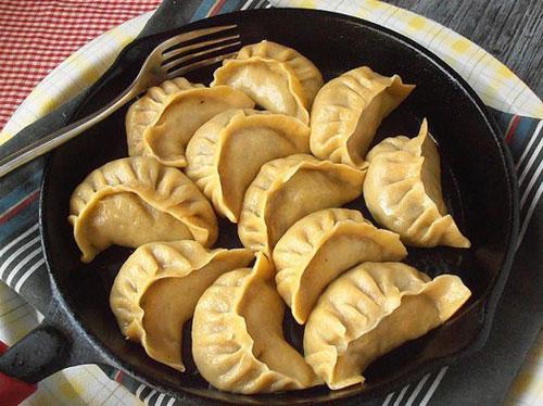 茴香香菇木耳玉米面煎水饺怎么做