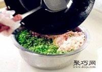 鲜嫩韭菜虾肉猪肉饺子馅拌法 饺子包法木鱼饺7