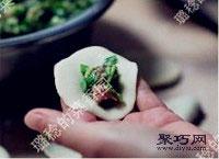 鲜嫩韭菜虾肉猪肉饺子馅拌法 饺子包法木鱼饺11