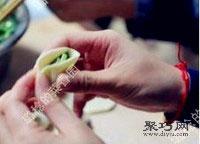 鲜嫩韭菜虾肉猪肉饺子馅拌法 饺子包法木鱼饺13