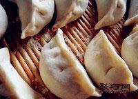 鲜香白菜猪肉饺子做法步骤 冬至猪肉饺子做法大全8