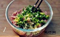 纯蛋饺子皮怎么做 猪肉蛋皮饺子做法3