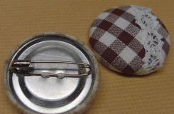 旧物利用小技能 不织物纽扣改制胸针教程