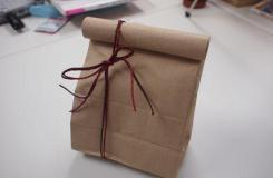 黄色牛皮纸袋子如何完美包装小礼品