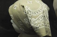 手工用方巾缝制简洁大方的头巾图解方法