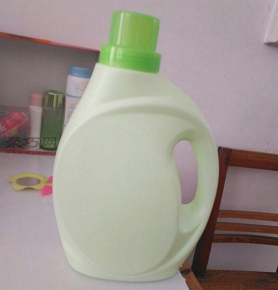 洗衣液瓶做花盆第1步
