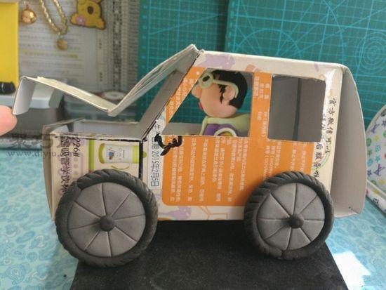 废纸盒秒变汽车