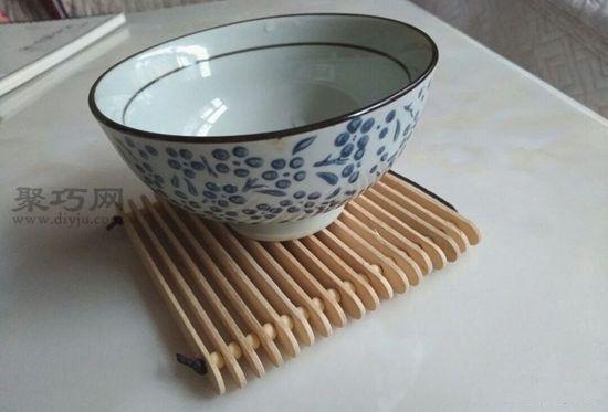 雪糕棍做简易隔热垫 第6步