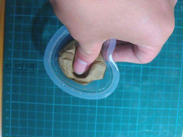 果冻壳制作创意小花盆 第6步