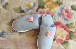 旧牛仔裤的废物利用手工制作一双棉拖鞋的方法