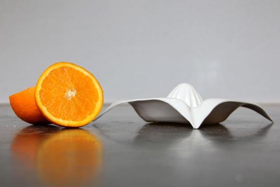 会榨橙汁的盘子 不用榨汁机也能榨果汁(图1)