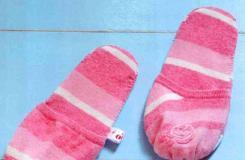 旧粉针织背心变费为宝 DIY冬天室内拖鞋