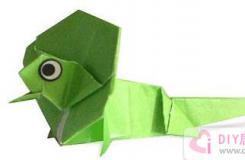 趣味折纸:形态非常奇特的斗篷蜥手工折纸教程