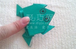 青蛙折纸教程:教你会跳的青蛙怎么折叠